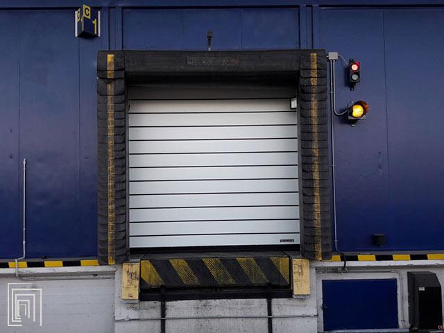spiral 50 smart porta industriale coibentata per baie di carico